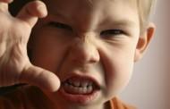 ماذا تفعلين حين يتحدث الطفل الفاظ سيئة