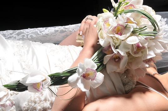 من اين جائت فكرة مسكة العروس