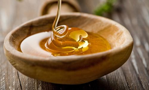 بالصور : تعرفي على اسرار العسل لبشرة صافية ومشرقة…