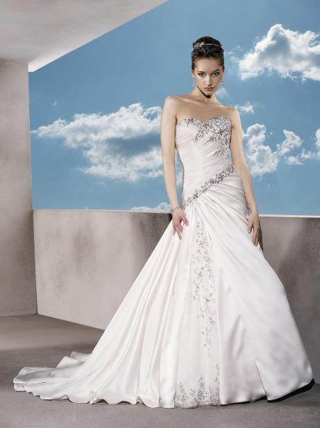 فستان زفاف ستان مطعم بالاكسسوار