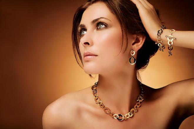 بعض قواعد يجب اتباعها عند ارتداء المجوهرات