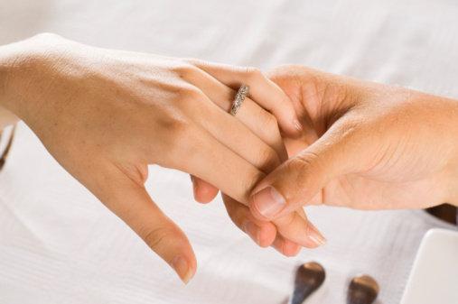 رومنسية الخطوبة تكمن في خمسة اشياء