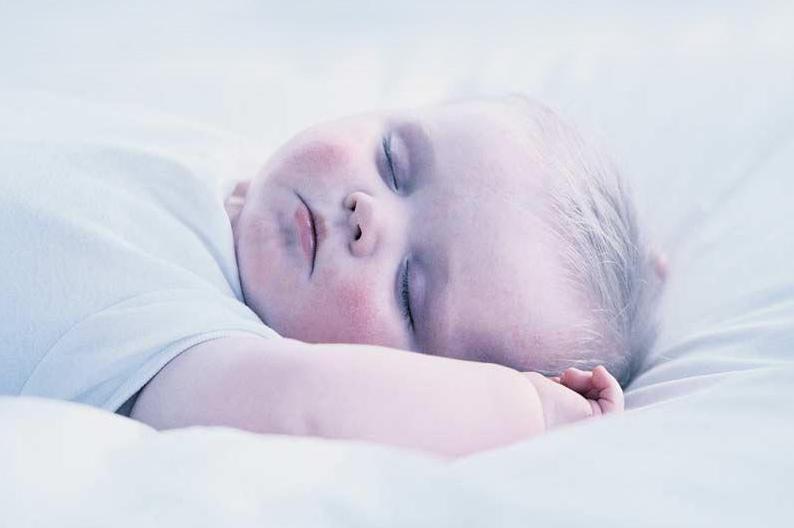 ستة اخطاء تسبب عدم نوم الاطفال وعلاجها